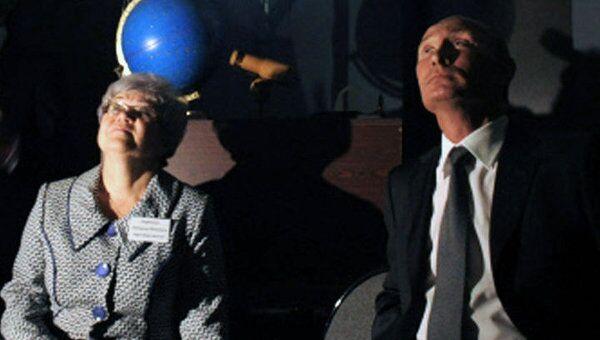 Путин в День знаний побывал в 3D-кинотеатре и планетарии подольской школы