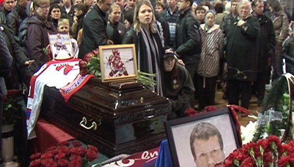 Сотни людей пришли проститься с тренером ХК Локомотив Игорем Королевым