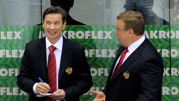 Вячеслав Быков и Игорь Захаркин (слена направо). Архив