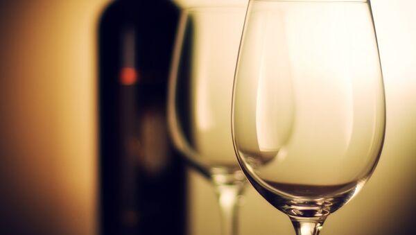 Бутылка вина. Архивное фото