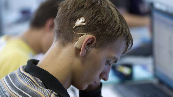 Обучение слабослышающих студентов. Архивное фото