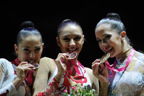 Дарья Кондакова, Евгения Канаева, Нета Ривкин (слева направо)