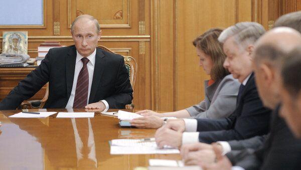 Премьер-министр РФ Владимир Путин проводит совещание в Москве
