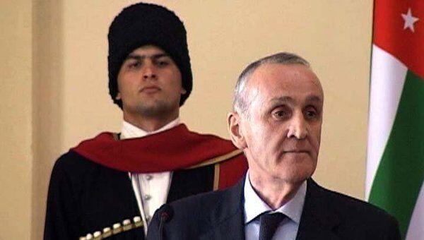Александр Анкваб присягал абхазскому народу в скромной обстановке