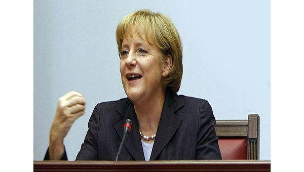 Канцлеру Германии Ангеле Меркель тоже явно надоело, что транзитная газовая труба, с подачи, в основном, стран Балтии, Скандинавии, Польши (естественно, и Украины) обретает все атрибуты разделительной Берлинской стены.