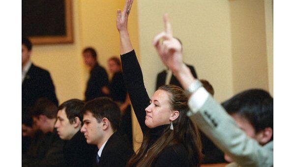 Фурсенко уверен, что вузы поддержат идею заморозить стоимость обучения