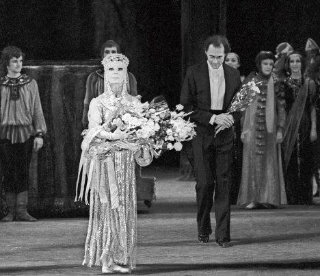 Балерина  Сорокина и дирижер Жюрайтис на сцене Большого театра