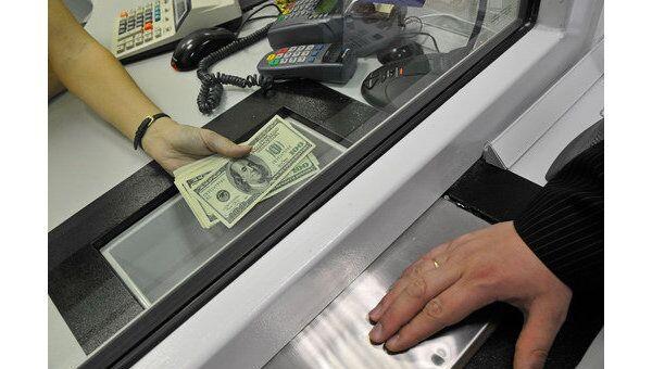 ЦБ РФ отказался от резкой девальвации рубля для адаптации банков и населения