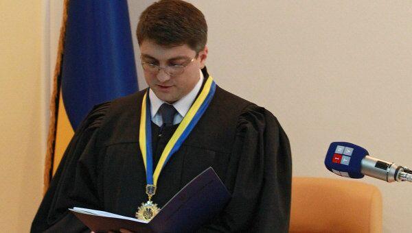 Судья Родион Киреев оглашает приговор Юлии Тимошенко в Печерском районном суде Киева. Архивное фото