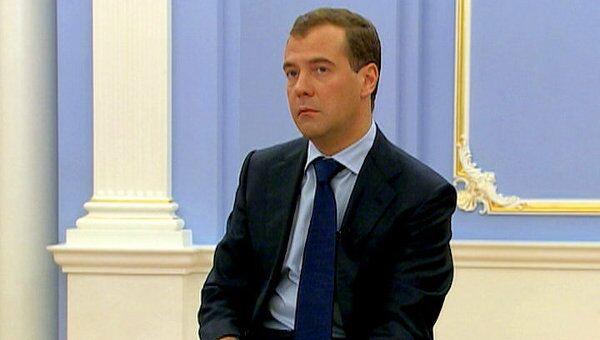Медведев позвал своих сторонников в большое правительство