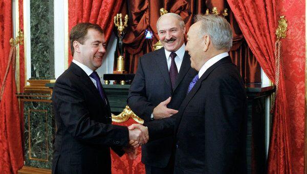 Президент РФ Дмитрий Медведев, президент Белоруссии Александр Лукашенко, президент Казахстана Нурсултан Назарбаев. Архив