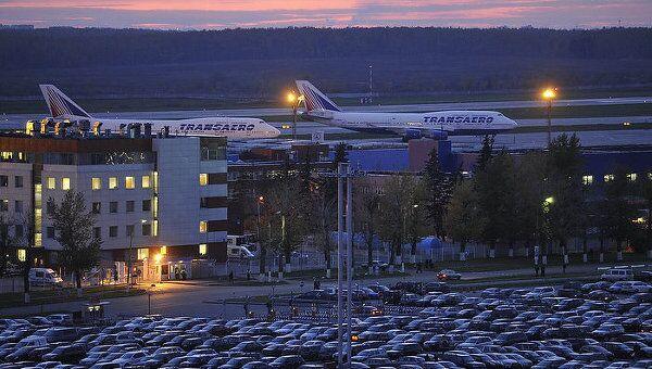 Самолеты на взлетной полосе Домодедово
