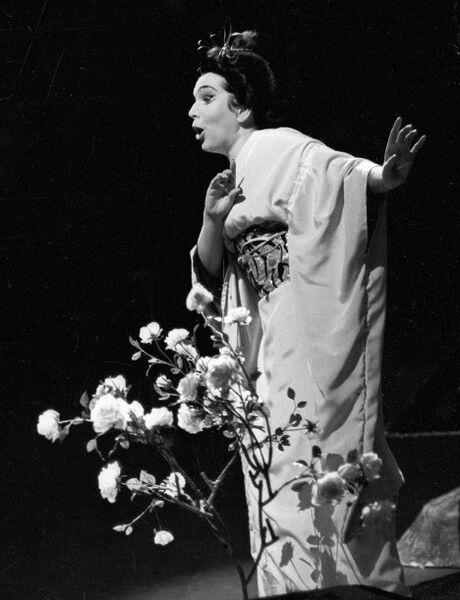 Оперная певица Вишневская на сцене Большого театра