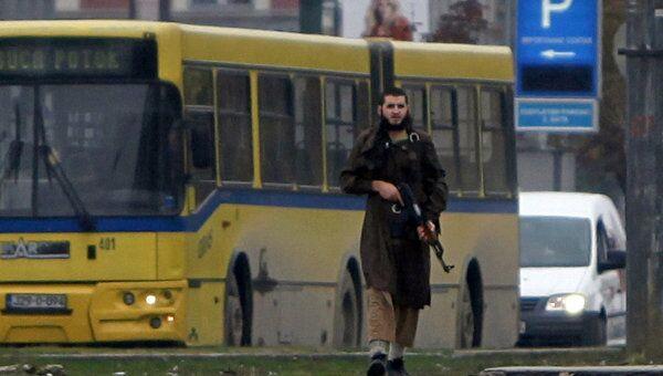 Исламист обстрелял посольство США в Сараево