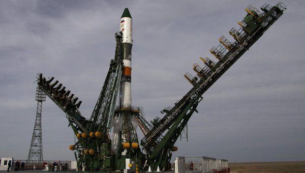Ракета-носитель Союз-У с грузовым космическим кораблем Прогресс М-10М на Байконуре