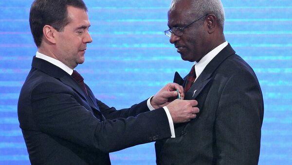 Президент РФ Д.Медведев в присутствии премьер-министра РФ В.Путина вручил госнаграды в День народного единства