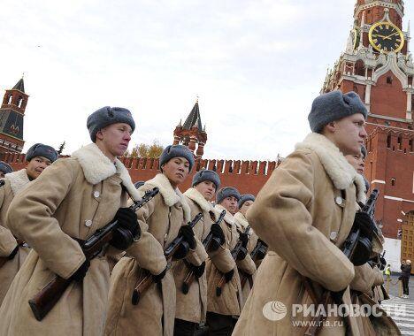 Шествие в честь 70-летней годовщины парада на Красной площади