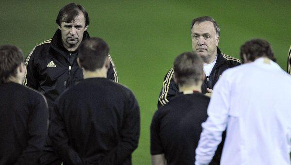 Александр Бородюк и главный тренер Дик Адвокат (слева направо на втором плане)