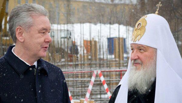 Собянин проверил, как строится первый модульный храм в Москве