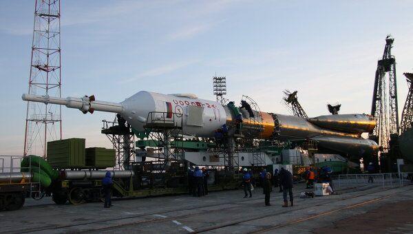 Вывоз ракеты с космическим кораблем Союз ТМА. Архив