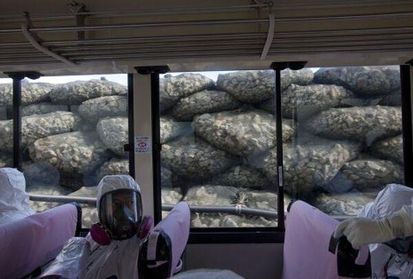 Впервые допущенные на Фукусиму журналисты увидели там разрушения 8-месячной давности