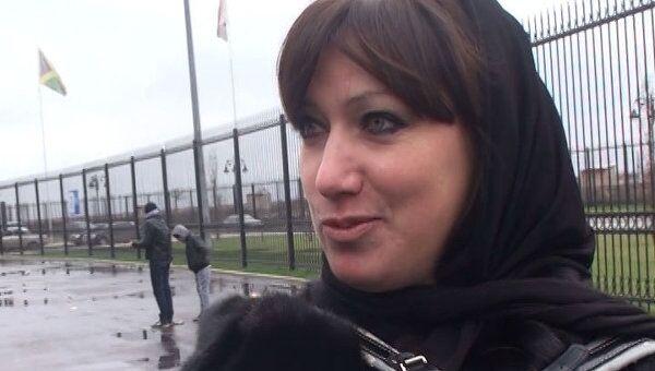 Футбольная фанатка пришла с аккордеоном на матч Россия - Литва в Грозном