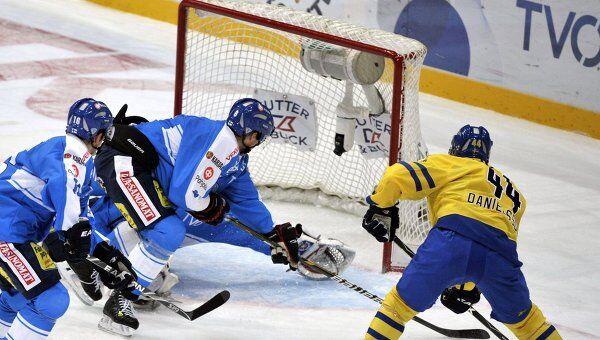 Игровой момент матча Финляндия - Швеция