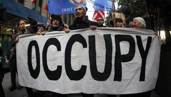 Сотни участников акции Захвати Уолл-стрит в Нью-Йорке прорываются к зданию NYSE