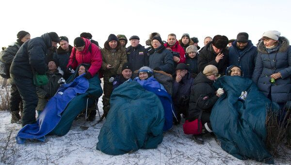 Капсула Союза ТМА-02М c космонавтом Сергеем Волковым, астронавтами Майклом Фоссумом и Сатоси Фурукавой приземлилась в Казахстане