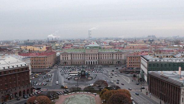 Вид на Мариинский дворец и Исаакиевскую площадь. Архивное фото