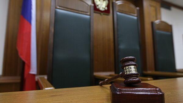 Кресло судьи в зале заседаний. Архивное фото