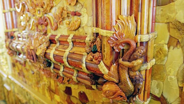 Фрагмент интерьера Янтарной комнаты Екатерининского дворца