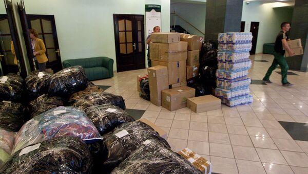Сбор гуманитарной помощи для пострадавших. Архивное фото.