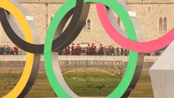 Олимпийские кольца в Лондоне, архивное фото