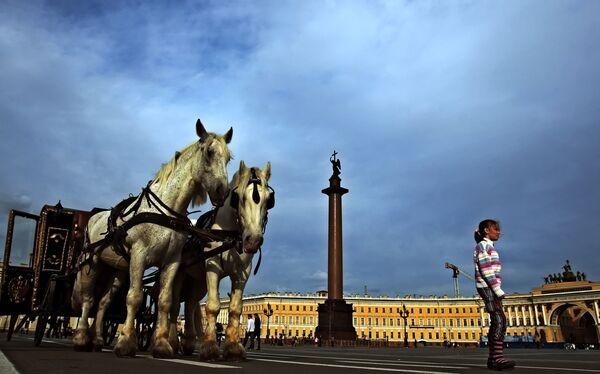 Дворцовая площадь Санкт-Петербурга. Архив