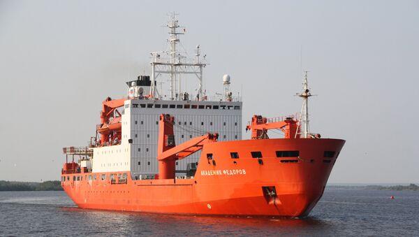 Научно-исследовательское судно Академик Федоров. Архивное фото