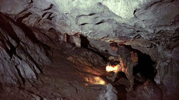 Спелеологи в Каповой пещере Уральских гор