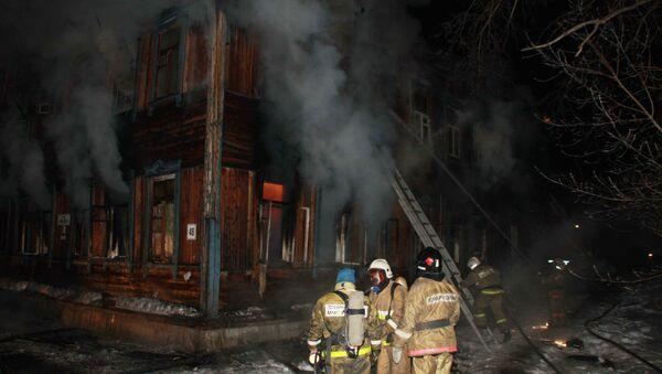 Один человек погиб в пожаре в деревянном двухэтажном доме в Томске