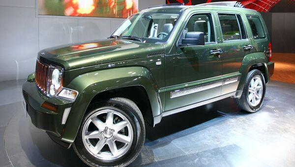 Автомобиль Jeep Cherokee компании Chrysler. Архивное фото