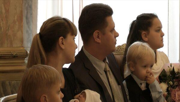 Семья пятимиллионной петербурженки получила ключи от квартиры