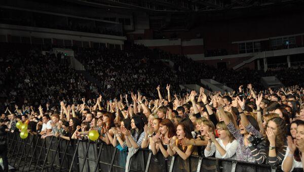 Поклонники на концерте, Архивное фото