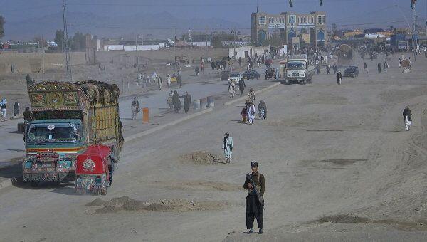Последствия атаки вертолетов НАТО на блокпост пакистанской армии