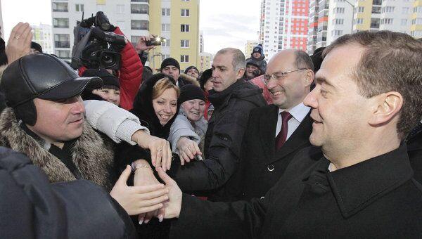 Президент РФ Д.Медведев осмотрел новый микрорайон в Екатеринбурге, где живут бывшие военнослужащие