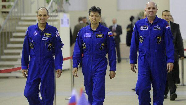 Члены основного экипажа 30/31-й длительной экспедиции на МКС Дональд Петтит (НАСА), Олег Кононенко (Роскосмос) и Андрэ Кауперс (ЕКА)