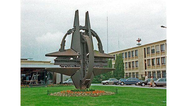 Символ НАТО в Брюсселе
