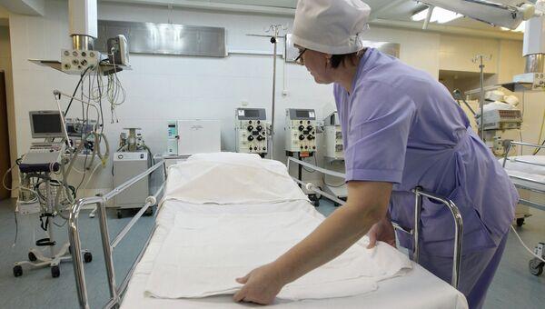 Медсестра в реанимационном отделении городской клинической больницы. Архивное фото