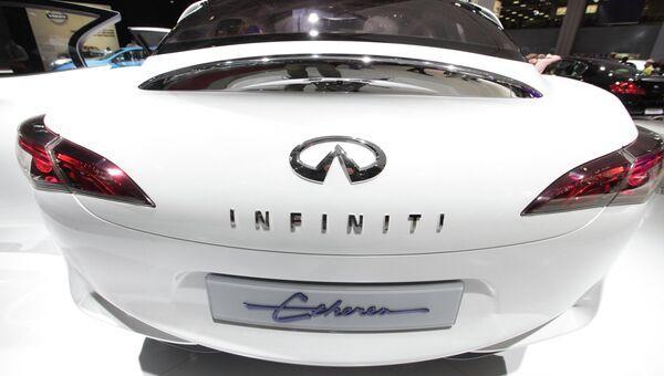 Автомобиль люкс-класса Infiniti. Архивное фото