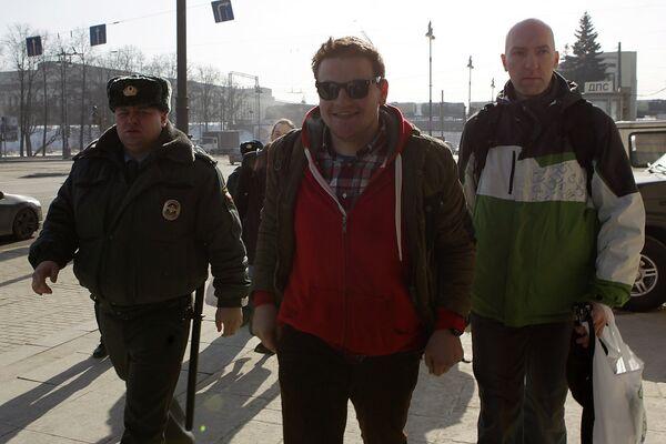 Блогер Митя Алешковский, задержанный в Пулково