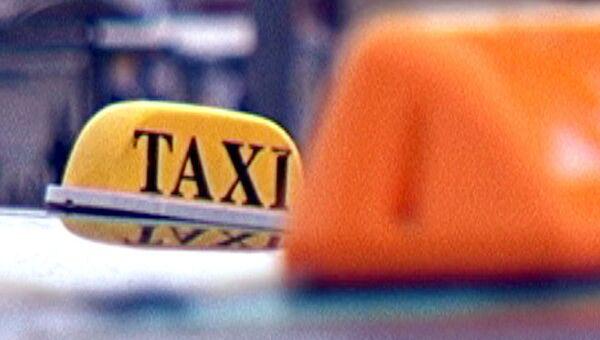 Такси с шашечками, фото из архива