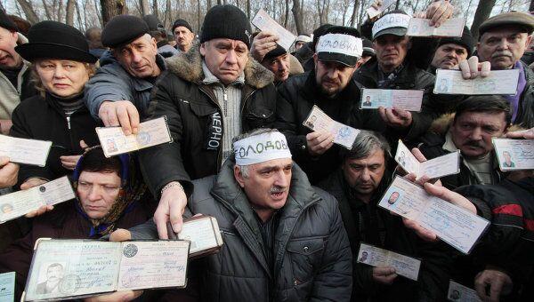 Акция протеста чернобыльцев у здания правительства Украины. Архив
